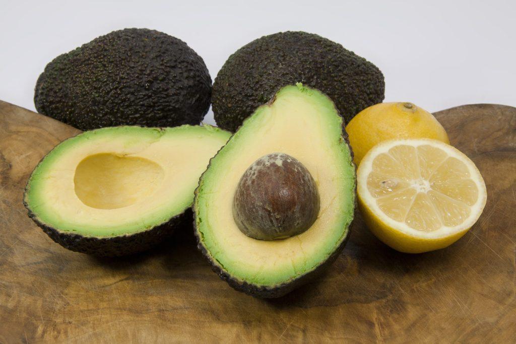 Maschera viso con avocado e limone
