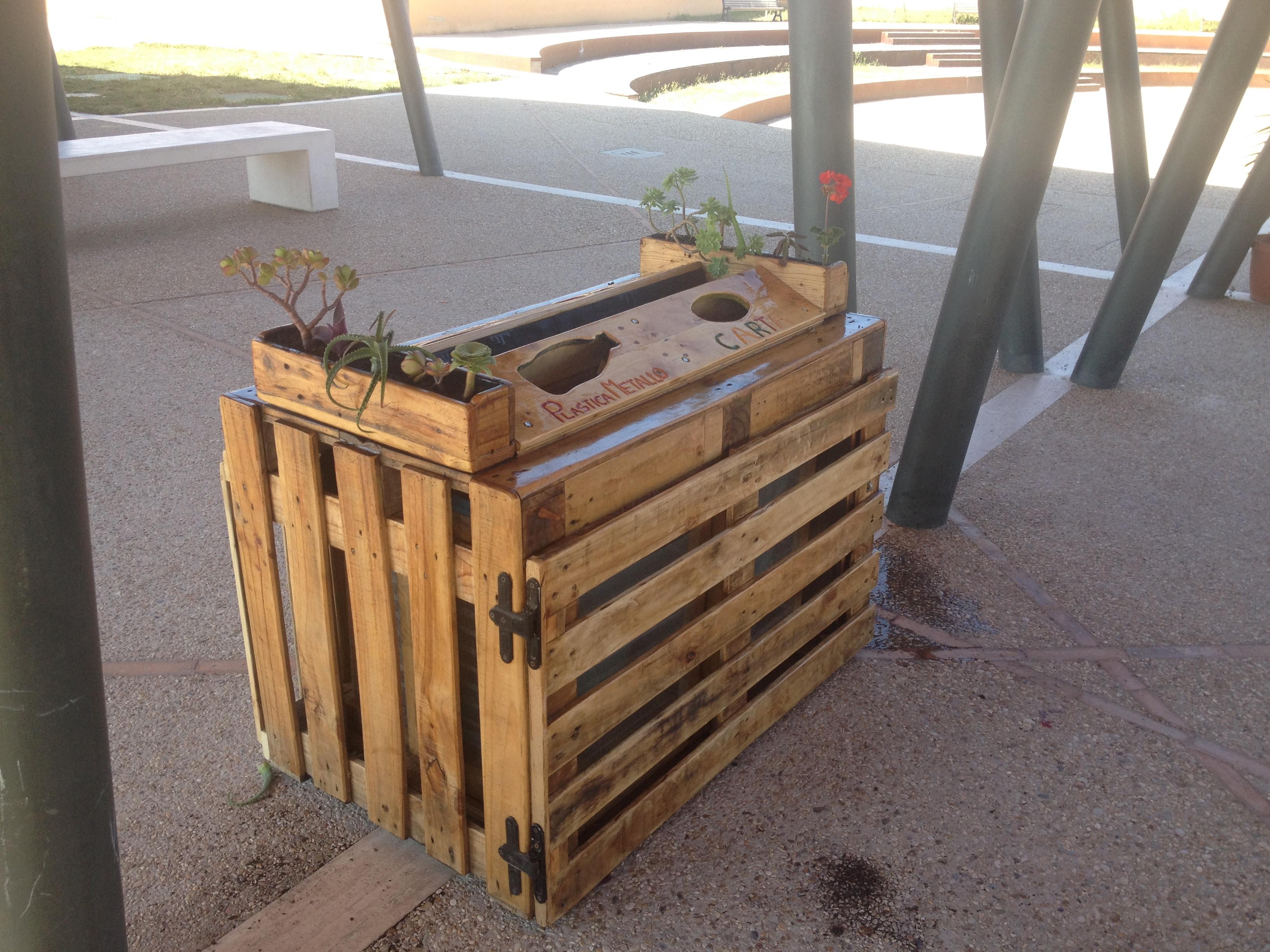 Box Per Bidoni Spazzatura box per rifiuti con pallet riciclati di giulio spaziani