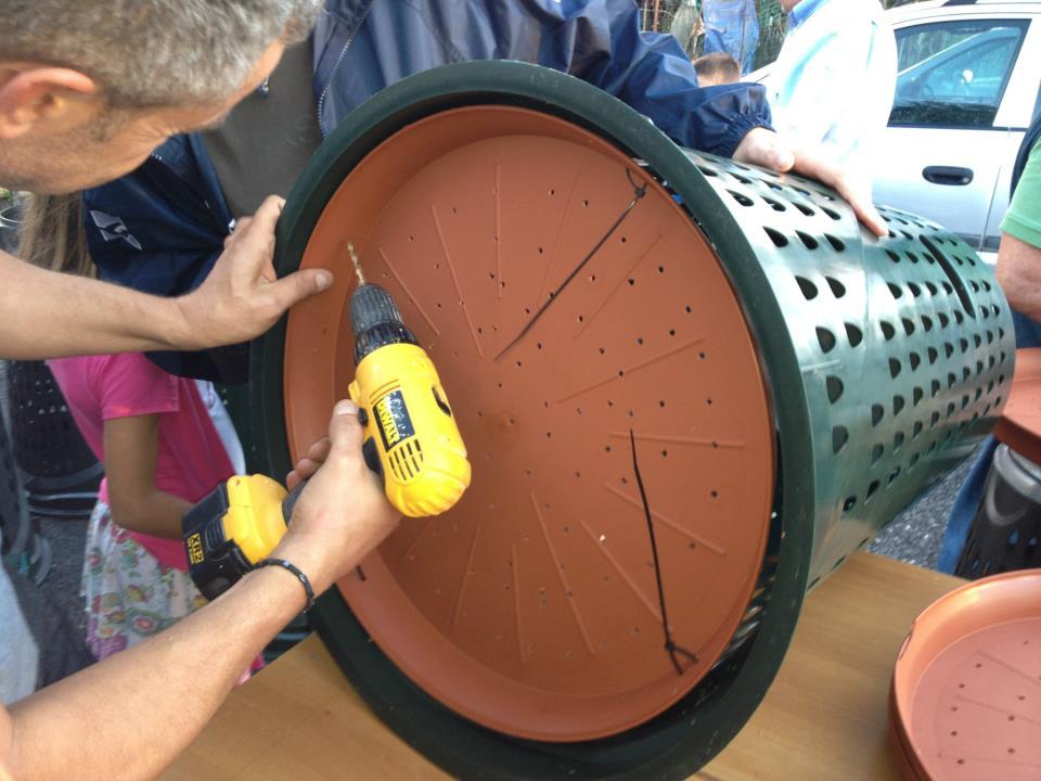Compostiera fai da te per compost casalingo autoproduciamo for Costruire compostiera