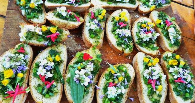 Bruschette di pane - Erbe spontanee