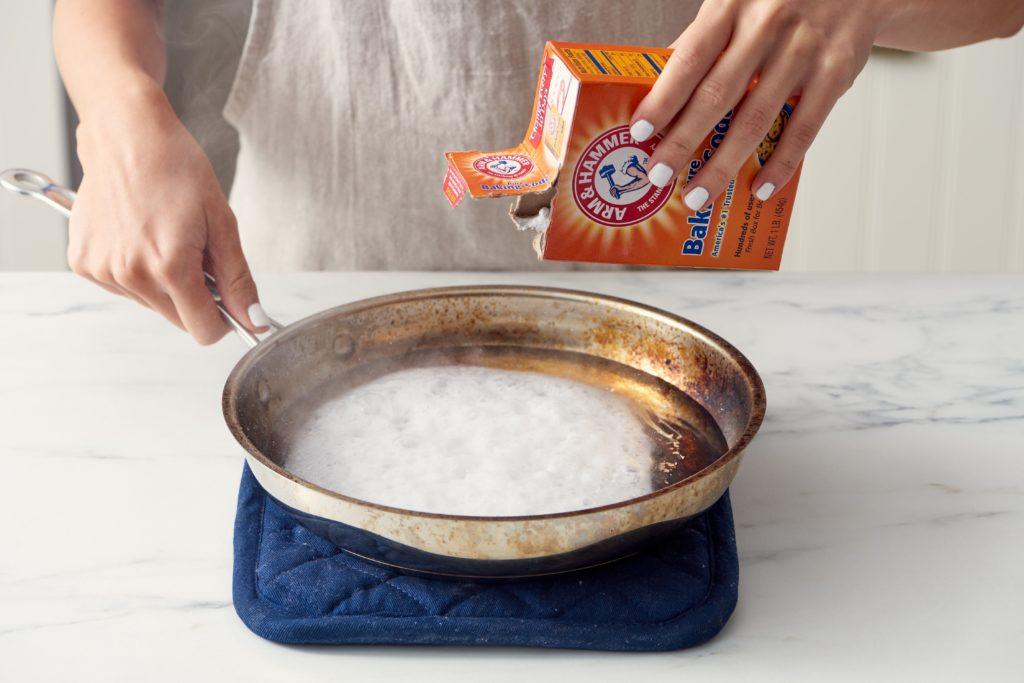 Come eliminare bruciature di una pentola - Bicarbonato di sodio