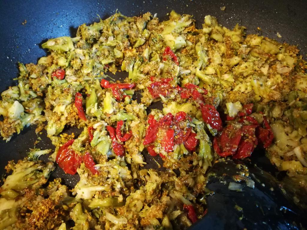 Pasta al forno con broccoli vegan - Sugo