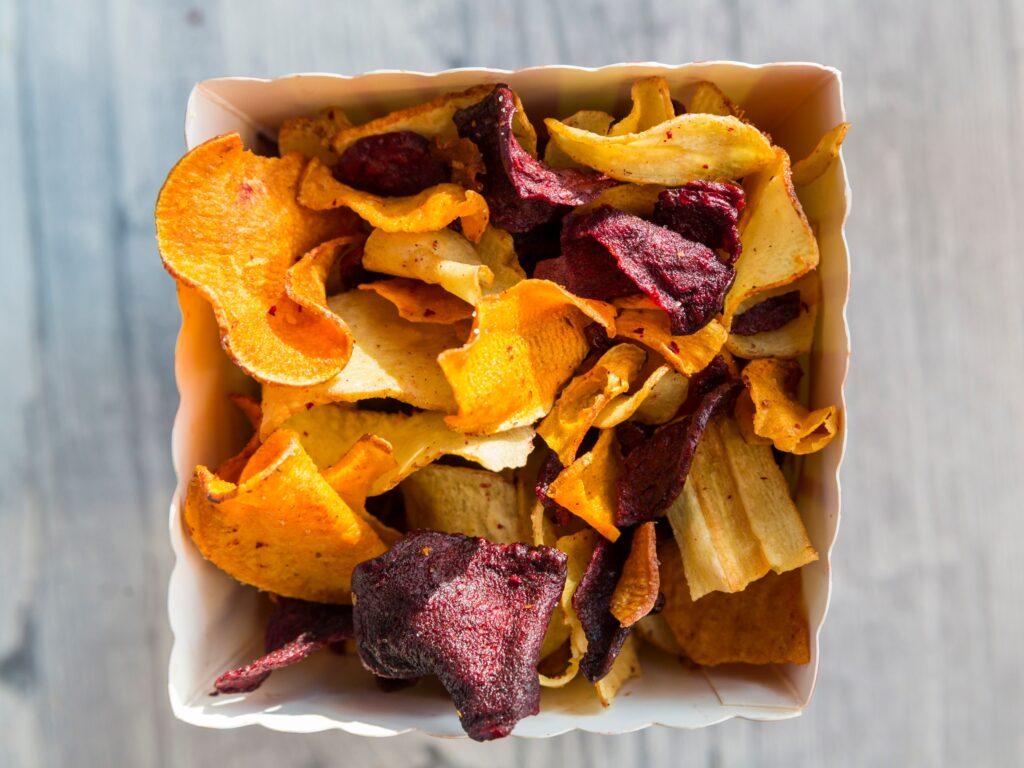 Chips di bucce di verdura e frutta
