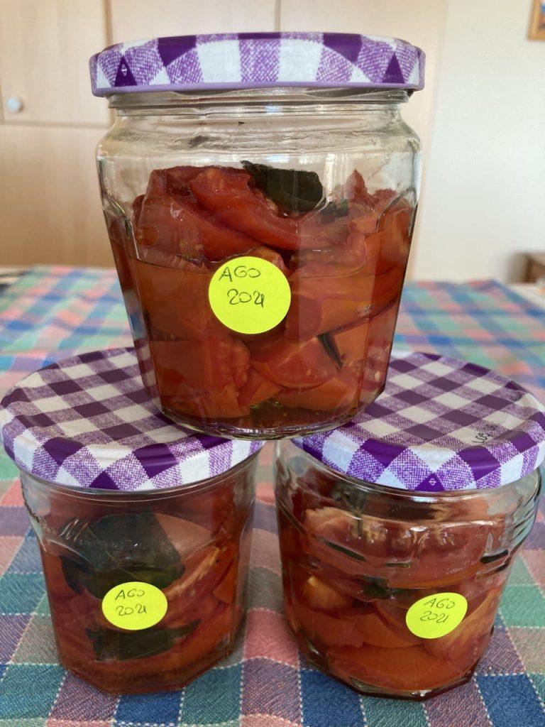 Pomodori peretti a pezzi - Strati con Basilico - Vasetti